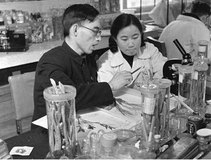 Tu Youyou as a student in the 1950s - Image via Xinhua News Agency/Wikimedia Commons