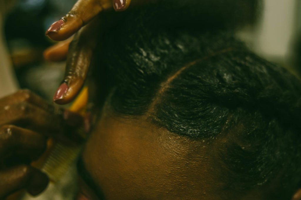 greasing-scalp-afro-hair